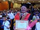Niềm vui của cụ ông 85 tuổi nhận bằng Thạc sĩ Quản trị Kinh doanh