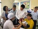 Chuẩn bị thực hiện tiêm vắc xin sởi cho trẻ dưới 9 tháng tuổi