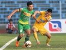 Thủ môn Bùi Tiến Dũng thi đấu, FLC Thanh Hoá thắng may mắn