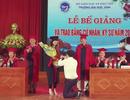 Sinh viên được cầu hôn trong lễ trao bằng tốt nghiệp: Cần ý nhị hơn!