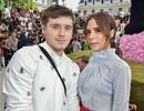 Victoria Beckham cùng con đi xem thời trang