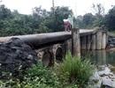 """""""Lạnh xương sống"""" khi qua cây cầu được ghép bằng ống bê tông"""
