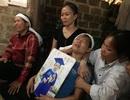 Người mẹ ngã quỵ bên thi thể 2 đứa con xấu số