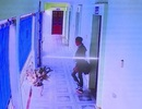 Công dân đến UBND phường giao dịch, trộm cắp bị camera ghi lại