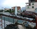 Giông lốc quật đổ cột phát sóng cao 30m, đè nhiều nhà dân