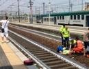 """Thấy người gặp nạn trên đường ray, lập tức lôi điện thoại ra """"tự sướng"""""""