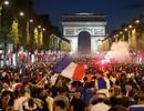 Người Pháp đổ ra đường ăn mừng chiến thắng trước Bỉ