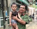 Thượng úy công an lao xuống thác xoáy cứu hai cha con bị nạn