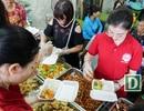"""""""Mục sở thị"""" quán cơm 2.000 đồng ở Hà Nội"""