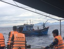 Ứng cứu thành công 8 ngư dân cùng tàu cá bị trôi giữa biển