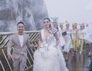 Dàn người đẹp Việt cùng khoe sắc trên sàn catwalk lơ lửng giữa không trung