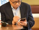 """""""Bắt quả tang"""" CEO Samsung sử dụng Galaxy Note 9 tại nơi công cộng"""