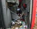 """Hà Nội: Xe khách """"bay"""" khỏi đường cao tốc, 4 người bị thương"""