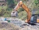 Ồ ạt chở đất đá sét lậu ra khỏi mỏ chưa hoàn thiện thủ tục tại Thừa Thiên Huế!