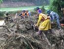 Vụ 4 người bị lũ cuốn: Hơn 200 người đội mưa tìm kiếm các nạn nhân