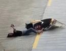 Clip cô gái vừa lái xe vừa mải chơi điện thoại gây tai nạn giao thông
