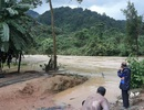 Nam thanh niên bị lũ cuốn trôi khi đu dây cáp qua sông