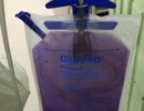 Kỳ lạ bệnh nhiễm trùng biến nước tiểu thành màu tím