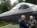 """Tổng thống Trump """"mục sở thị"""" máy bay chiến đấu F-35 tại Nhà Trắng"""