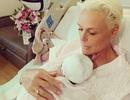 Nữ diễn viên chia sẻ chuyện sinh con và làm mẹ ở tuổi 55