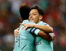 Mesut Ozil lập công, Arsenal vùi dập tan nát PSG