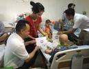 Hơn 300 phần quà đến với bệnh nhi nghèo tại BV Huyết học truyền máu trung ương