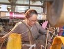 Người phụ nữ dệt lụa từ tơ sen đầu tiên ở Hà Nội