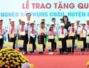 Tặng quà trị giá 450 triệu đồng tới trẻ em nghèo xã Phụng Châu, Chương Mỹ, Hà Nội