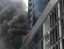Hà Nội: Khói lửa nghi ngút tại cao ốc trên đường Cầu Giấy