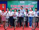Bạc Liêu: Trao nhiều xe đạp, SGK cho học sinh nghèo trước thềm năm học mới
