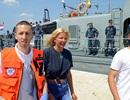 Du khách sống sót kỳ diệu sau 10 giờ lênh đênh trên biển