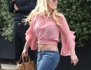 Britney Spears trẻ trung khoe eo thon