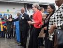 Thủ tướng Anh nhảy tưng bừng cùng thiếu nhi Nam Phi