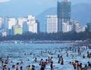 """Nha Trang: Du khách tăng mạnh, sinh viên """"tiếp sức"""" hỗ trợ khách du lịch"""