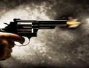 Mâu thuẫn trong quán nhậu, bỏ về lấy súng bắn chết người