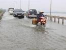 """Đường """"xuyên biển"""" ở Hà Nội thông xe sau nửa tháng chìm trong nước lụt"""