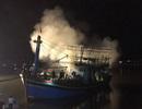 Tàu cá 10 tỷ bốc cháy khi chuẩn bị xuất bến