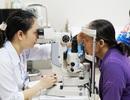 Khám mắt, phẫu thuật mắt và cấp thuốc miễn phí cho bệnh nhân