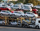 """Thời dân Việt """"cuồng"""" ô tô, nhiều xe cũ bất ngờ đội giá cận Tết"""