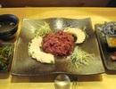 """Trào lưu ăn gan bò sống ở Hàn: Người """"nghiện nặng"""", người kinh hãi"""