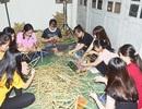 Sinh viên Sóc Trăng làm hàng trăm lồng đèn trung thu tặng học sinh nghèo