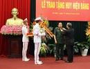 Hai Đại tướng Quân đội được trao tặng Huy hiệu Đảng