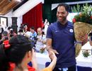 Ngôi sao Joleon Lescott giao lưu bóng đá với trẻ em làng trẻ SOS