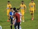 Bóng đá Việt Nam lại bị trọng tài V-League… phá