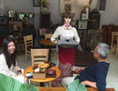 Độc đáo robot cô Ba phục vụ cà phê