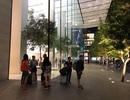 Dân buôn Việt ùn ùn kéo sang Singapore chờ xếp hàng mua iPhone mới