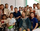 Lệ Quyên, Đàm Vĩnh Hưng đến bệnh viện trao tặng tiền cho Mai Phương, Lê Bình