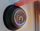 """Chủ nhà bị hệ thống khóa thông minh """"cấm cửa"""" vì lý do bất ngờ và hài hước"""