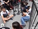 Chuyện người Việt xuất ngoại, xếp hàng chờ mua iPhone lên báo nước ngoài
