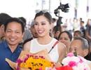 Hoa hậu Trần Tiểu Vy về quê trong vòng vây của người hâm mộ